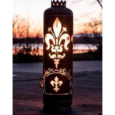 Feuerstelle französische Lilie